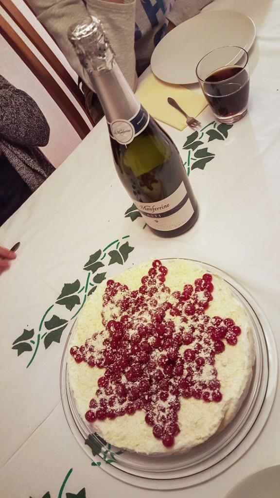 mascarponetaart met fles dessertwijn