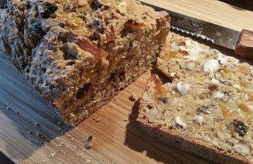noten-abrikozenbrood feestelijk en gezond