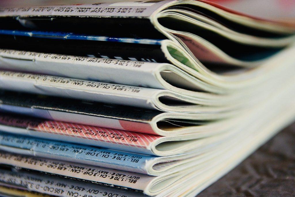 tijdschriften lezen stapel