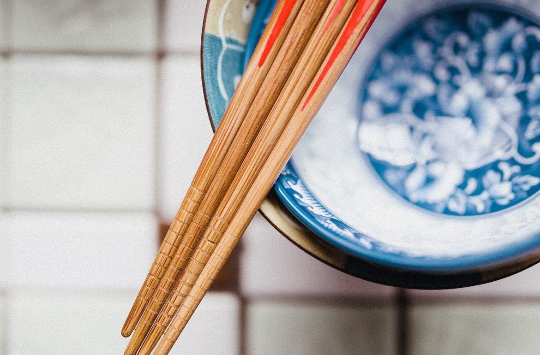 sushi eetstokjes schaaltje